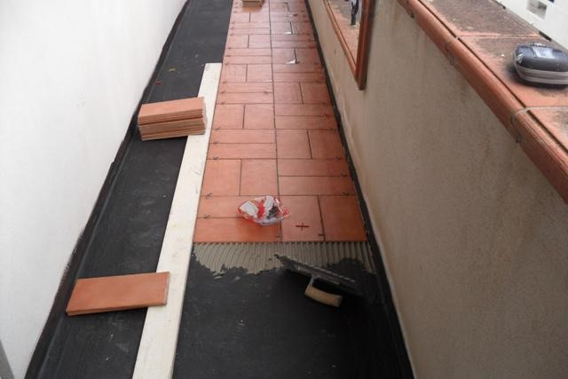 התקנת שכבה חדשה לאחר איטום המרפסת או המשטח החיצוני